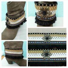 Cubre botas realizado en tonos veis,negro y con diversos adornos