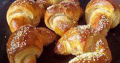 Από τα ωραιότερα αφράτα τυροπιτάκια χωρίς αυγά που θα έχετε φάει !!!   ΣΥΝΤΑΓΗ:  Βάζουμε στο μπολ 500 γραμμάρια αλεύρι ρίχνουμε μέσα 1 φα... Greek Recipes, Pretzel Bites, French Toast, Bakery, Food And Drink, Favorite Recipes, Bread, Breakfast, Drinks