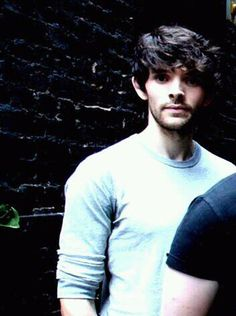Colin Morgan (Merlin) - so cute! Merlin Cast, Merlin Series, Merlin Fandom, Merlin Colin Morgan, Merlin And Arthur, Bradley James, Irish Boys, Attractive People, Drama
