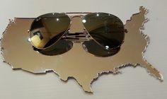 Gli Stati Uniti, disegnati da Laura Canali all'ombra dei Ray Ban. Lavorazione laser di plexiglas argento specchiato. Specchio su misura.