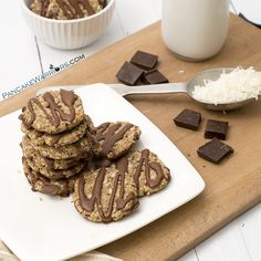 Treat yourself with these healthy no bake Samoa cookies! Vegan, gluten free, dairy free, protein packed and full of fiber these healthy cookies taste just as good as the original but are so much better for you! | www.pancakewarriors.com