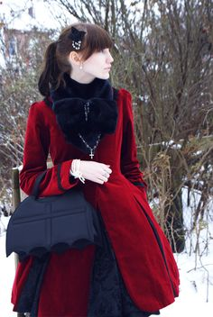 #gothic #lolita #coat #bag  Okay seriously. I'm in love with this. totally amazing <3