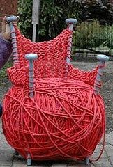 Giant knittedchair with oversized knitting needles as legs!!   Insolite