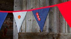 Banderole, guirlande de fanions, en tissu, jeans, et boutons décoratifs. Réversible. Décoration pour la maison, une fête ou séance photo.
