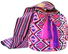 Large Wayuu Mochila-bag 1 strand handwoven in Colombia by the women of the wayuu tribe. www.nativostyle.com