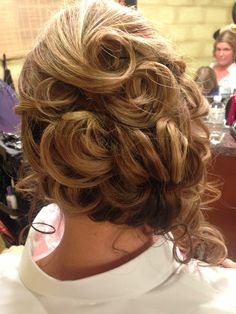 Updo: side pony, pin curls, back view | @hair_by_laurasteiner