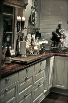 Antique white cabinets w wood counter. I dont like the drawer pulls but the rest is good Painting Kitchen Cabinets, Kitchen Tiles, Shaker Kitchen, Rustic Kitchen, Kitchen Dining, Kitchen Decor, Cottage Kitchens, Home Kitchens, Classic White Kitchen