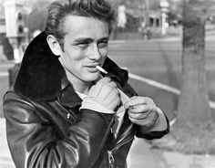 This article gives simple step to step guidance on how to dress like fashion icons of the 1950s, such as Elizabeth Taylor, James Dean and Audrey Hepburn.