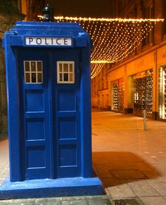 One of the few remaining original Police Boxes at Buchanan St in Glasgow. A favourite haunt for Doctor Who fans too of course! Photo by Dougie Campbell Glasgow Police, Buchanan Street, Watch Doctor, Doctor Who Tardis, Police Box, Dalek, Old London, Time Lords, My Town