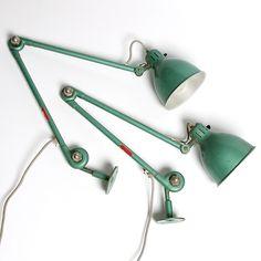 184086. VÄGGLAMPA, ett par, Essde-lampa, Bröderna Johansson, Auto metall, Skellefteå, 1930/40-tal. Utrop 1500kr. 2014.09.01. Inropad för 2402kr. De skall placeras på ömse sidor om min helväggsbokhylla, 4x2.7m, som läslampor och för belysning av bokhyllan under mörka myskvällar nu i höst. Desk Lamp, Table Lamp, Lamp Design, Industrial Design, Diy Lamps, Vintage, Lighting, Product Design, Crochet Projects