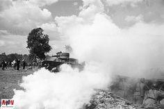 Marcin Westphal z Muzeum II Wojny Światowej, który był jednym z współautorów otwartej ekspozycji zaznaczył, że zdjęcia pokazują, iż jakość uzbrojenia polskiego wojska w przededniu wybuchu wojny była niezła: oddziały pancerne dysponowały np. wozami bojowymi i czołgami, które jakością nie ustępowały niemieckim, polskie wojsko miało jednak dużo mniej tego typu sprzętu. Niagara Falls, Ww2, Nature, Travel, Historia, Naturaleza, Viajes, Destinations, Traveling