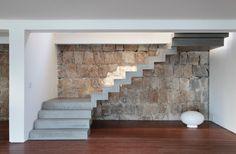 Casa na praia da Joatinga, RJ, tem espaços minimalistas e paisagem exuberante - Casa e Decoração - UOL Mulher