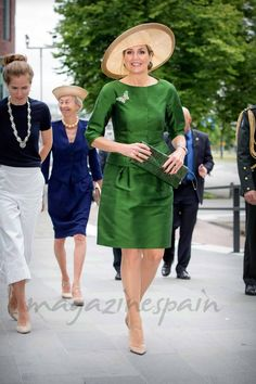Máxima de Holanda Simple Dresses, Nice Dresses, Middle Ages Clothing, Estilo Real, Royal Dresses, Queen Dress, Special Dresses, Queen Maxima, Classic Outfits