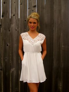 WHITE SWEETHEART VNECK DRESS