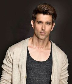 new top ten handsome hero Hrithik Roshan pictures - Life is Won for Flying (wonfy) Bollywood Stars, Bollywood News, Hrithik Roshan Hairstyle, Indian Male Model, Bollywood Pictures, Portrait Photography Men, Crush Pics, Hugo Boss Man, Poses For Men