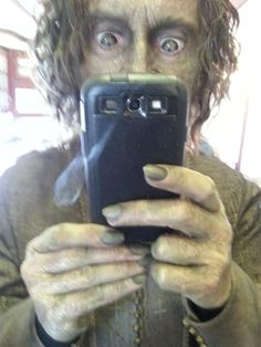"""Robert Carlyle Twitter pic"""" Aargh..! Look what's happening on OUAT.."""""""