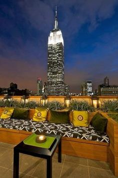 Strand hotel in New York, features a lounge on the 21st floor with a retractable glass roof and a bird's eye view of the Empire State Building.