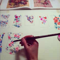 Woking Girl Designs: Steps to textile design  My process.  http://instagram.com/helendealtry