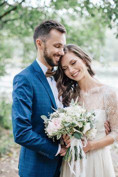 A handmade wedding dress for a woodland-themed wedding | fabmood.com