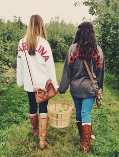Survival camping tips Sweater Weather, Looks Style, My Style, Fall Outfits, Cute Outfits, Best Friend Photography, Fall Photography, Videos Photos, Fall Photos