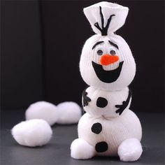 I'm sure you have all seen the many snowmen made using old socks, and there are even more cute ideas. Olaf, that adorable snowman from Frozen is made using a single sock stuffed with batting and tied around to create the sections. Embellish with felt. - See more at: http://www.home-dzine.co.za/crafts/craft-woollens-socks.htm#sthash.jux7ZtS2.dpuf