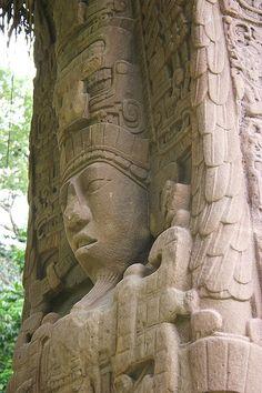 Parque Arqueológico e Ruínas de Quirigua. Civilização Maia. Os monumentos de pedras monolíticas foram chamados estelas. Os hieróglifos nelas esculpidos relatam eventos sociais, políticos e históricos da cidade de Quirigua. Departamento de Izabal, Guatemala. Patrimônio Mundial da Humanidade/UNESCO.