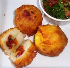 my mother-in-law makes these Papa Rellena - Comida Peruana - Cocina Peruana I Love Food, A Food, Food And Drink, Peruvian Recipes, Peruvian Cuisine, Cuban Recipes, Fast Recipes, Beef Recipes, Diners Driveins And Dives
