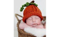 Recém nascidos posam para ensaio com touquinhas que simulam alimentos. Foto: Pinterest/Alicia Moreno