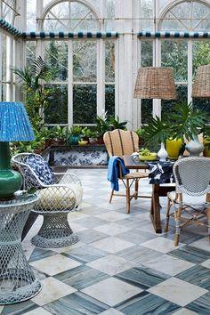 wintergarten pflanzen palmen bodenfliesen wei e m bel. Black Bedroom Furniture Sets. Home Design Ideas