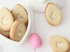 Rezept: Osterhasen-Butterkekse mit weißer Schokoladenfüllung backen / recipe: Easter bunny cookies via DaWanda.com