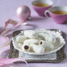 imagetuk 80 gramů (pokrmový) cukr moučkový 80 gramů kakao 2 lžíce moučka škrobová 1 lžíce ořechy lískové 50 gramů (mleté) mléko 1 lžíce Kromě toho:  cukr moučkový (na posypání válu) čokoláda bílá (na obalení) kokos (strouhaný, na obalení)