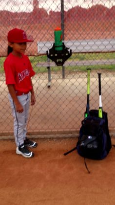 Are you looking for a safe, organized and professional dugout? Check out this video! The perfect complete solution,, high quality and inexpensive. # Braids videos for sports Dugout Mom, Softball Dugout, Softball Memes, Softball Workouts, Softball Problems, Softball Pitching, Girls Softball, Fastpitch Softball, Softball Players