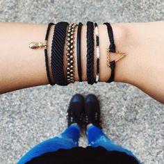 Wonderful Black Gold Jewelry For Beautiful Pieces Ideas. Breathtaking Black Gold Jewelry For Beautiful Pieces Ideas. Pura Vida Bracelets, Cute Bracelets, Fashion Bracelets, Beaded Bracelets, Black Bracelets, Ankle Bracelets, Fashion Jewelry, Bracelet Patterns, Bracelet Designs