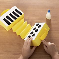 Projects For Kids, Diy For Kids, Instrument Craft, Kindergarten Stem, Prop Box, Music Crafts, School Lunch Box, Educational Games For Kids, Diy Games