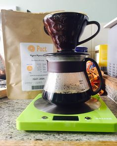 Brewing V60. #homebrew #homebrewing #hario #coffee #pourover #pact http://ift.tt/20b7rle