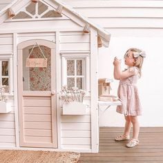 Little Girls Playhouse, Diy Playhouse, Little Girl Rooms, Kids Cubby Houses, Kids Cubbies, Play Houses, Backyard Playground, Backyard For Kids, Diy For Kids