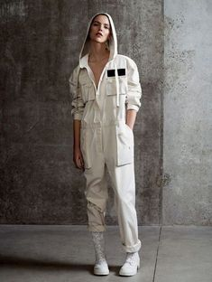 Best Sexy Jumpsuit Outfit to copy now Long Sleeve Jumpsuit Fashion Week, Sport Fashion, Fashion Outfits, Fashion Bloggers, Fashion 2015, Fashion Trends, Jumpsuit Outfit, Denim Jumpsuit, Summer Jumpsuit