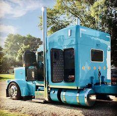 Peterbilt… so well… 📷 by niticrrg Custom Peterbilt, Peterbilt 379, Peterbilt Trucks, Big Ford Trucks, Big Rig Trucks, Diesel Trucks, Tacoma Truck, Gas Monkey Garage, Custom Big Rigs