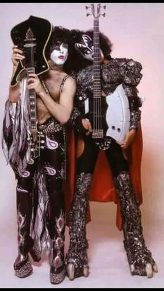 Paul Stanley and Gene Simmons Gene Simmons, Kiss Costume, Detroit Rock City, Vinnie Vincent, Kiss Pictures, Kiss Images, Eric Carr, Peter Criss, Kiss Photo