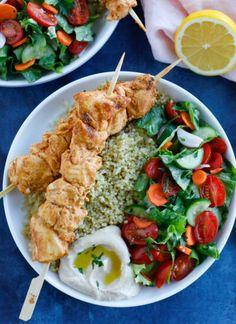 Juicy Grilled Chicken Recipe, Grilled Chicken Kabobs, Chicken Kabob Recipes, Grilled Recipes, Spinach Recipes, Healthy Dishes, Healthy Recipes, Lunch Recipes, Dinner Recipes