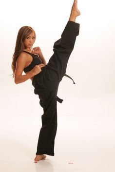 """With a freestyle Karate blackbelt, lots of Wushu and Muay Thai experience, (trains in Albuquerque with Greg Jackson), and a very good modeling career under her belt, The """"Karate Hottie"""" Michelle. Judo, Karate Do, Karate Girl, Karate Fight, Muay Thai, Female Mma Fighters, Female Fighter, Ufc Fighters, Kick Boxing"""