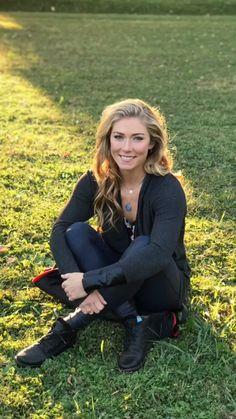 Alpine Skiing, Snow Skiing, Ski Girl, Sport Girl, Badminton Tips, Mikaela Shiffrin, Running Pictures, Lindsey Vonn, Sporty Chic