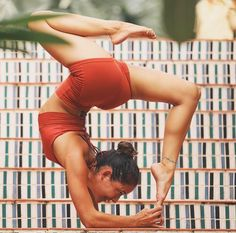 Yogawithbriohny in The Elevate Short #yoga #inspo #aloyoga