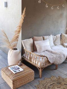 Shabby Chic Decor Diy, Boho Interior, Chic Bedroom, Decor, Home, White Wall Bedroom, Boho Couches, Home Decor, Room