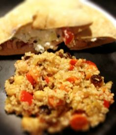 Mediterranean Couscous-Veggie Style - sub quinoa for couscous Mediterranean Vegetarian Recipes, Mediterranean Couscous, Happy Foods, Vegetable Dishes, Soup And Salad, I Love Food, Pasta Dishes, Food And Drink, Veggies