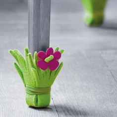 Those beautiful chairs and furniture at our home definitely needs some kinds of protection from different factors that can destroy their beauty and look so have a look at these surprisingly easy 21 DIY Chair Leg Protectors - Cute Furniture Protectors. Cute Furniture, Furniture Legs, Felt Crafts, Diy And Crafts, Chaise Diy, Idee Diy, Diy Chair, Diy For Kids, Diy Projects