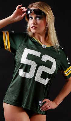 Looks better on her than on Clay . credits anybody? Green Bay Cheerleaders, Pittsburgh Steelers Cheerleaders, Nfl Football Teams, Packers Football, Football Girls, Nfl Cheerleaders, Dallas Cowboys, Cheerleading, Green Bay Packers Cheesehead