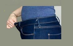 Great Pics How to Take in a Jeans Waist - The Sewing Rabbit Popular I love Jeans ! And even more I like to sew my very own Jeans. Next Jeans Sew Along I'm likely to Diy Clothes Hangers, Diy Clothes Refashion, Altering Jeans, Altering Clothes, Sewing Jeans, Sewing Clothes, Techniques Couture, Sewing Techniques, Sewing Hacks