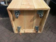 Douglas houten plantenbak op wielen, 80x80x60cm
