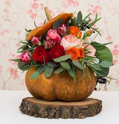Vibrant pumpkin vases with floral arrangements, Thanksgiving table decorations . - Vibrant pumpkin vases with floral arrangements, Thanksgiving table decorations … - Thanksgiving Table Centerpieces, Thanksgiving Flowers, Pumpkin Centerpieces, Thanksgiving Table Settings, Centerpiece Ideas, Vegan Thanksgiving, Thanksgiving Crafts, Wedding Centerpieces, Pumpkin Vase